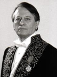 Hector Bianciotti en habit d'académicien.©Daniel Mordzinski 1997