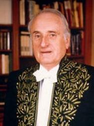 Jean François Deniau en habit d'académicien