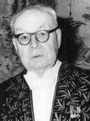 Georges Dumézil en habit d'académicien