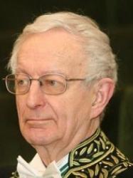 Portrait de Michael Edwards en habit d'académicien