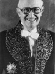 Jean Hamburger en habit d'académicien