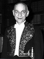 Georges Izard en habit d'académicien