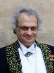 Amin Maalouf en habit d'académicien