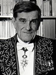 René Rémond en habit d'académicien