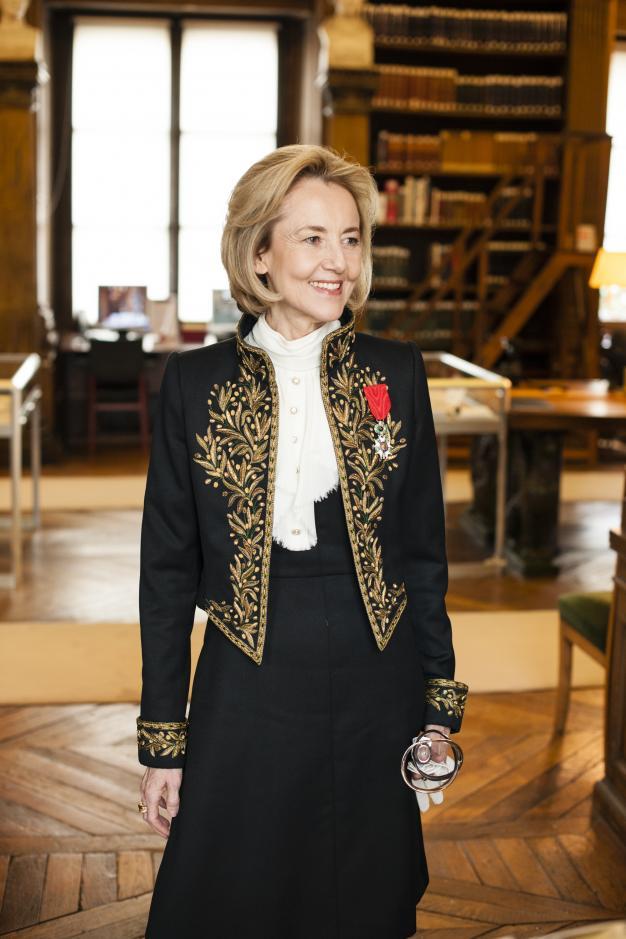 Dominique Bona le jour de sa réception, dans la bibliothèque de l'Institut de France, 23 octobre 2014.