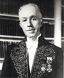 Louis de Broglie en habit d'académicien