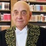 Portrait de Max Gallo en habit d'académicien