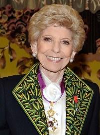 Hélène Carrère d'Encausse en habit d'académicien