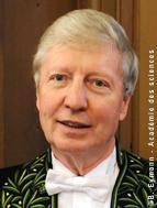 Jules Hoffmann en habit d'académicien