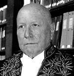 Jean-François Reven en habit d'académicien