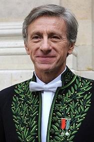 Portrait de Jean-Christophe Rufin en habit d'académicien